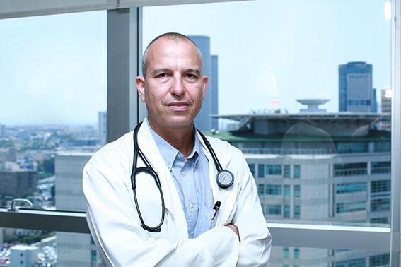 Доктор Цви Лидар на приеме в Топ Ихилов